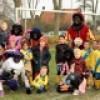 Zwarte Pieten voetballen mee bij WCR